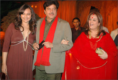Sonakshi with her parents