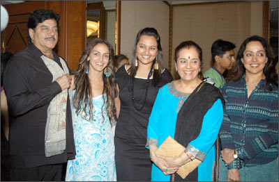 From left: Shatrughan, Esha Deo, Sonakshi, Poonam and Hema Malini