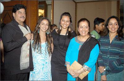 From left: Shatrughan, Esha Deo, Sonakshi, Poonam and Hema Malini