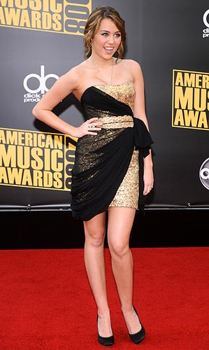 Miley Cyrus arrives at the 2008 American Music Awards