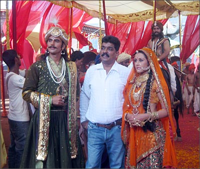 Nitin Desai (centre) on the sets of Chittod Ki Rani Padmini Ka Johur