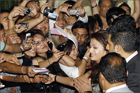 Fans mob Abhishek and Aishwarya