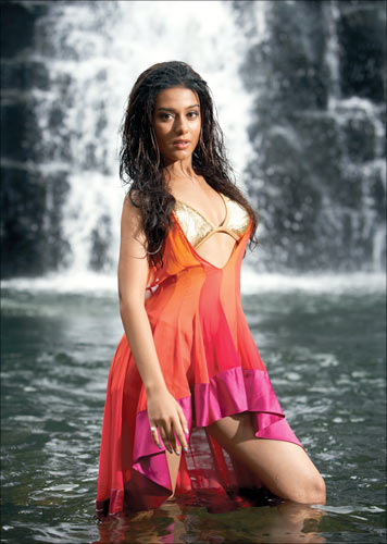 Amrita Rao in a scene from Short Kut -- The Con is On
