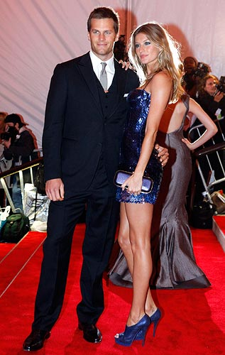 New England Patriots quarterback Tom Brady and his wife model Gisele Bundchen