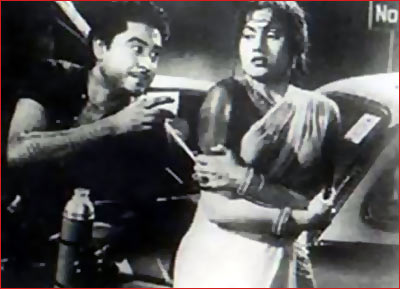 A scene from Chalti Ka Name Gaadi