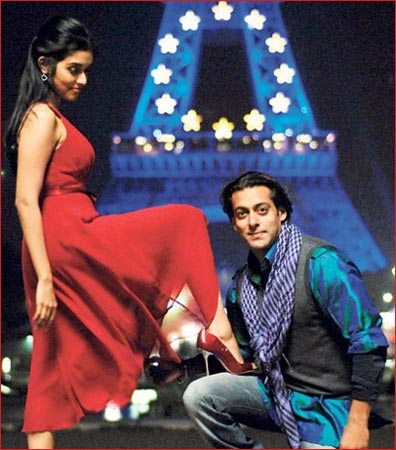 Asin and Salman Khan in a scene from London Dreams