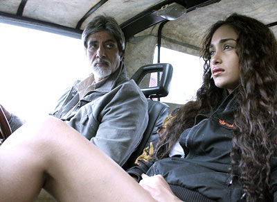 Amitabh Bachchan and Jiah Khan in Nishabd