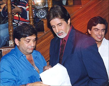 Ravi Chopra and Amitabh Bachchan on the sets of Baghban
