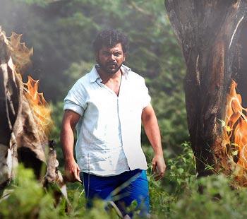 A scene from Aayirathil Oruvan