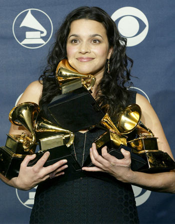 Jones poses for photographers with her five Grammy Awards at the 45th annual Grammy Awards in 2003