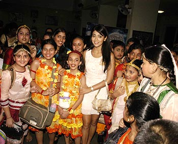 Shriya Saran with kids