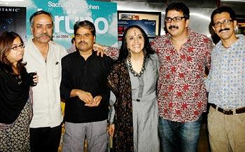 A guest with Piyush Pandey, Vishal Bhardwaj, Ila Arun, Prasoon Pandey and Abhishek Pandey