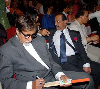 Amitabh Bachchan autographs a bat