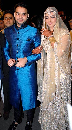 Farhan Azmi and Ayesha Takia