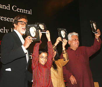 Amitabh Bachchan, Ishaan, Nandita Puri and Om Puri at the book launch
