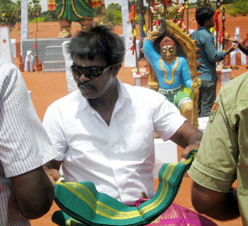 Hari on the sets of Singam