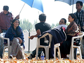 Manisha Koirala and Juhi Chawla share a laugh with the crew