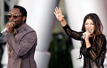 Will.i.am and Fergie of The Black Eyed Peas perform during the taping