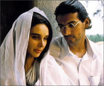Lisa Ray and Joh Abraham in a scene from Water