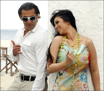 Salman Khan and Ayesha Takia in Wanted
