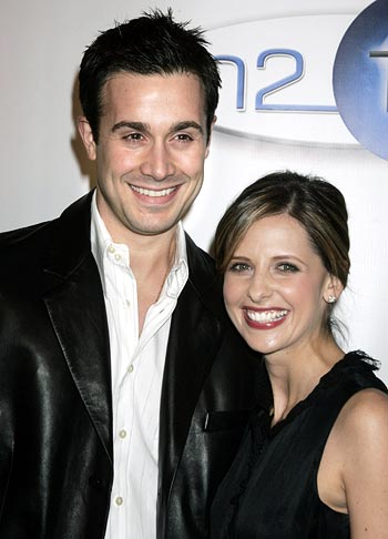 sarah michelle gellar and freddie prinze jr baby. Actors Sarah Michelle Gellar