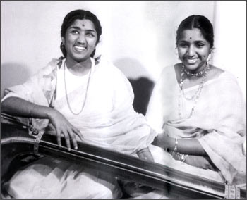 Sisters Lata Mangeshkar and Asha Bhosle