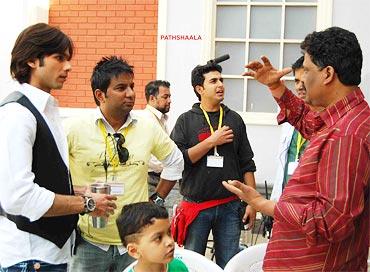 Shahid Kapoor, Ahmed Khan, and Milind Ukey on the sets of Paathshaala