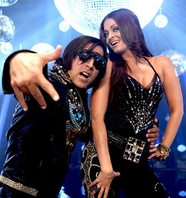 Akshay Kumar and Aishwarya Rai Bachchan in Action Replayy