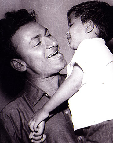 Rajkumar with Puneet as a child
