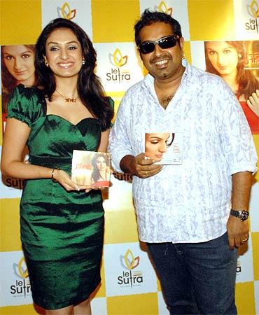 Akriti Kakar and Shankar Mahadevan