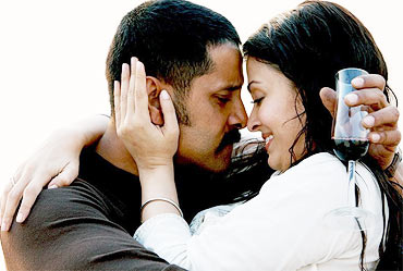 Vikram Kenni and Aishwarya Rai in Raavan
