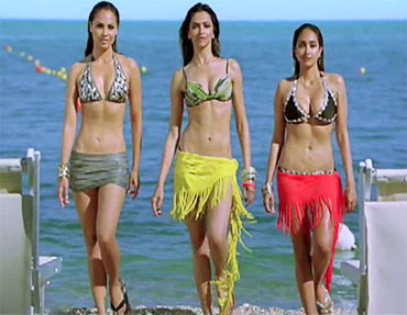 Lara Dutta, Deepika Padukone and Jiah Khan in Housefull