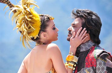 Aishawarya Rai Bachchan and Rajnikanth in Enthiran