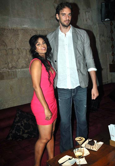 Neetu Chandra and Pau Gasol