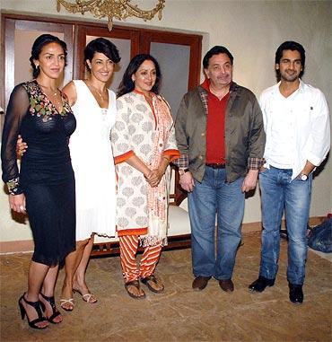 Esha Deol, Meltem Cumbul, Hema Malini, Rishi Kapoor, Arjan Bajwa