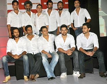 Vikas, Makarand, Kabir, Shabbir, Apoorva, Aashish, Riteish, Suniel, Salman, Aftab, Kunal