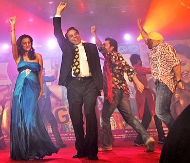 Kulraj Randhawa, Dharmendra, Bobby and Sunny Deol at the Yamla Pagla Deewana music launch