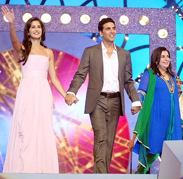 20sde4 - Kareena and Priyanka shared the stage