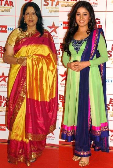 Kavita Krishnamurthy and Sunidhi Chauhan