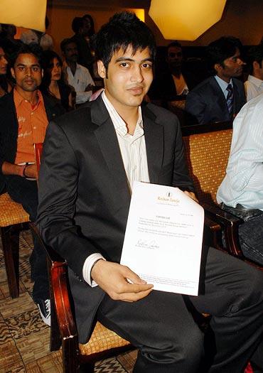 Vinod Khanna's son Sakshi Khanna