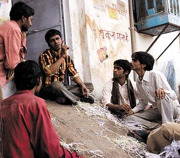 Nawazuddin Siddiqui (centre) in Peepli Live