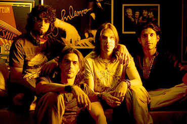 A scene from Rock On!!