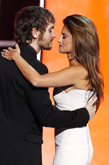 Raul Arevalo and Penelope Cruz