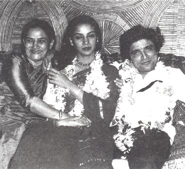 Shaukat Azmi with Shabana and Javed Akhtar on their wedding day