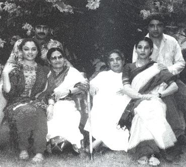 Baba Azmi, Tanvi, Shaukat Azmi, Kaifi Azmi, Shabana and Javed Akhtar