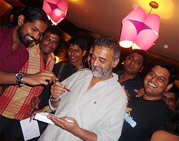 Lucky Ali interacts with his fans