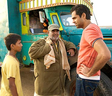 Mohammed Faizal, Satish Kaushik and Abhay Deol in Road, Movie