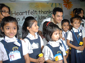 Aamir Khan poses with kids