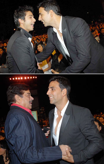 Akshay Kumar with Shahid (top) and Shatrughan Sinha (bottom)