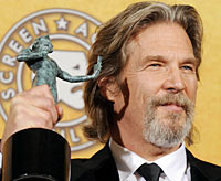 Jeff Bridges holds his SAG award